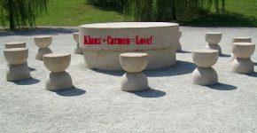 masa-tacerii-vandalizata