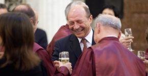 Basescu revine